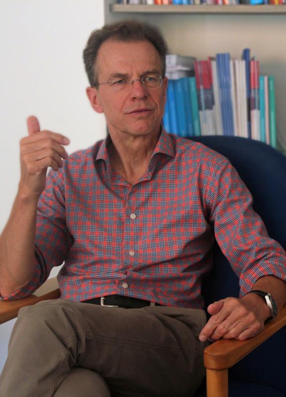 """Michael Sauerland iat Psychotherapeut am Evangelischen Fachkrankenhaus """"Hildegard von Bingen"""" in Neintedt. Hier arbeitet er untere anderem mit Angst-Patienten. Foto: Jessica Hanack"""